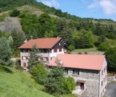 2 grdes maisons sur 6 hect avec source ideal gites